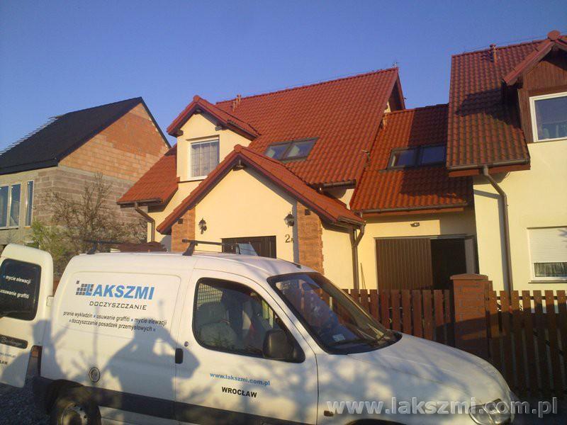 Profesjonalne czyszczenie dachówki